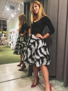 1176fa5700 Czarna spódnica w białe pióra Flurry by Swing