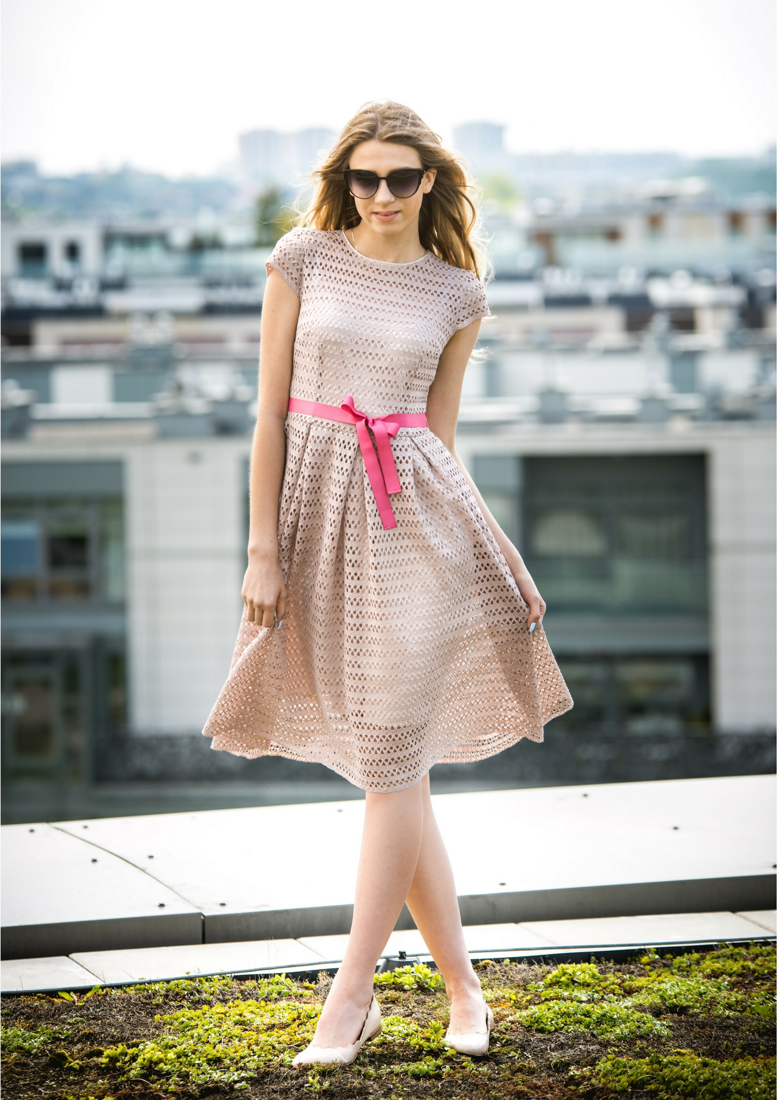 98f70d9d6f Beżowa koronkowa sukienka Juliette by Swing SWING FASHION STORE