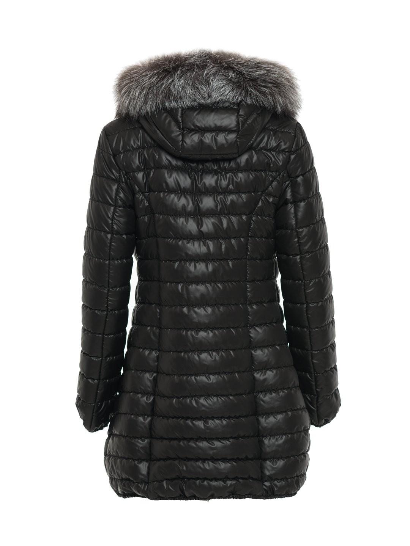 1746a20d90ba1 Czarna pikowana kurtka z naturalnym futrem na kapturze SWING FASHION ...