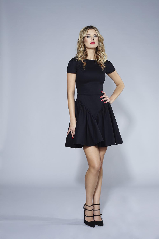 c260374df1 Czarna sukienka z krótkim rękawem FLOWER by Swing SWING FASHION STORE