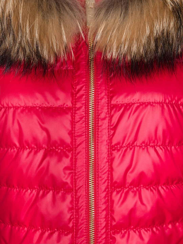 1f21c8761efae Czerwona pikowana kurtka z naturalnym futrem na kapturze SWING ...